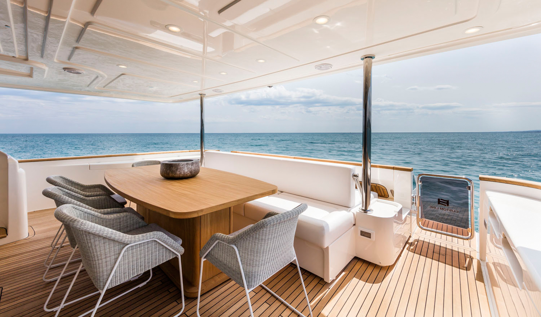 Купить яхту CUSTOM LINE NAVETTA 28 2016 год