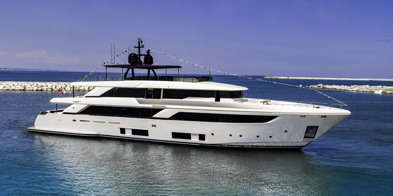 Яхта Navetta 42 спущена на воду