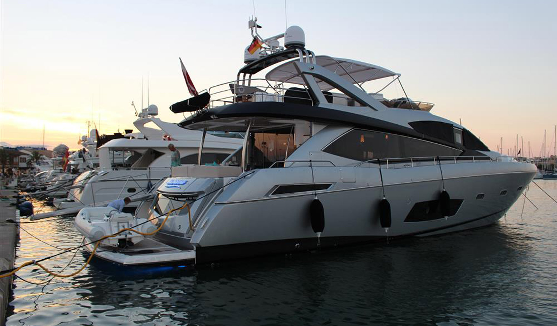 Купить яхту SUNSEEKER MANHATTAN 73 2013 год