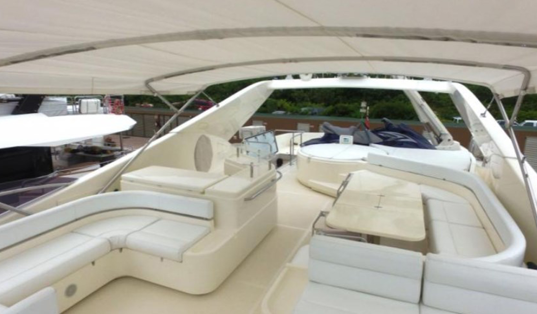 FERRETTI YACHTS 881 Photo  3