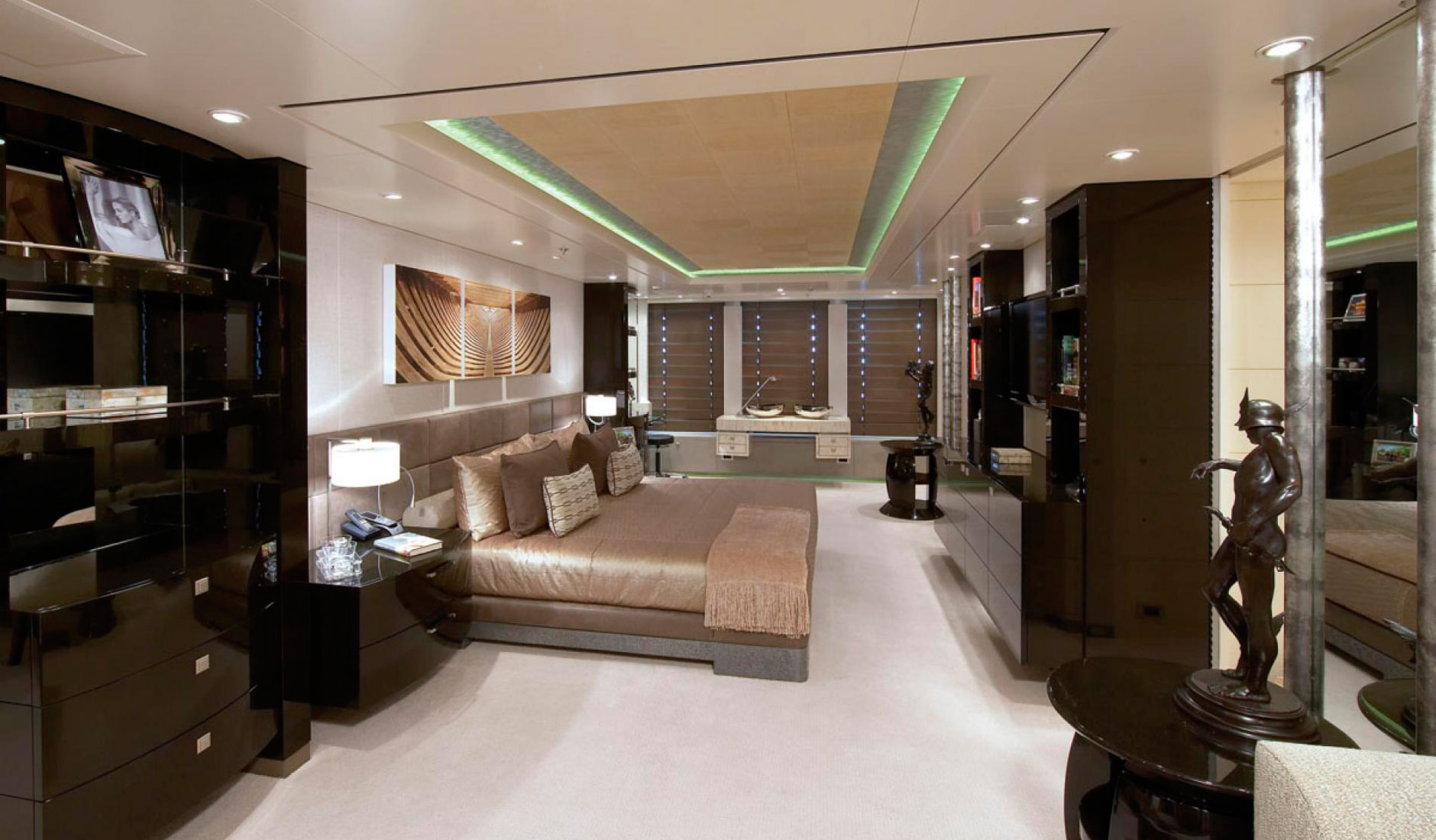 HURRICANE RUN FEADSHIP 175′ Фото  9