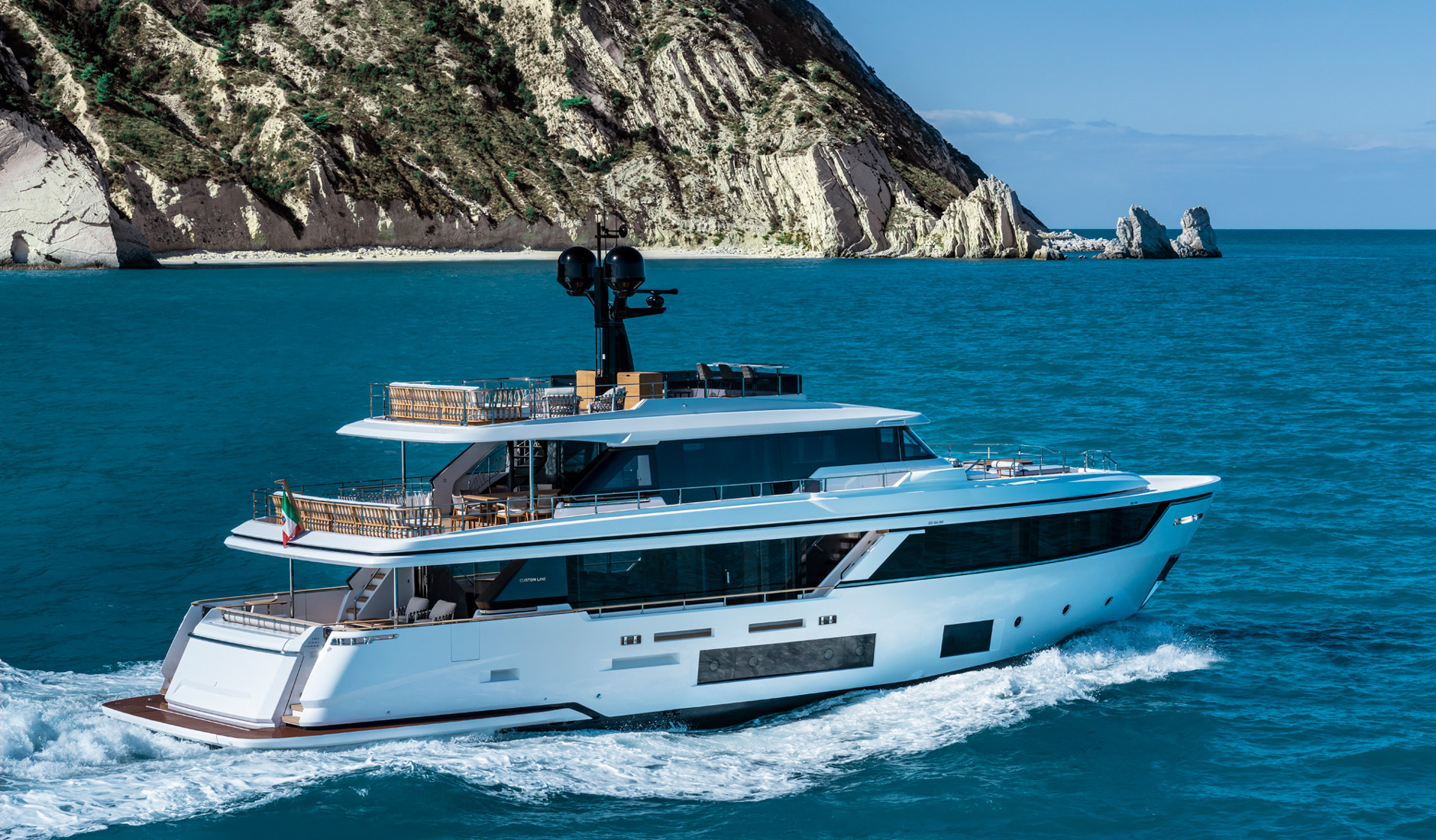 Custom Line Navetta 30 Project Photo  1