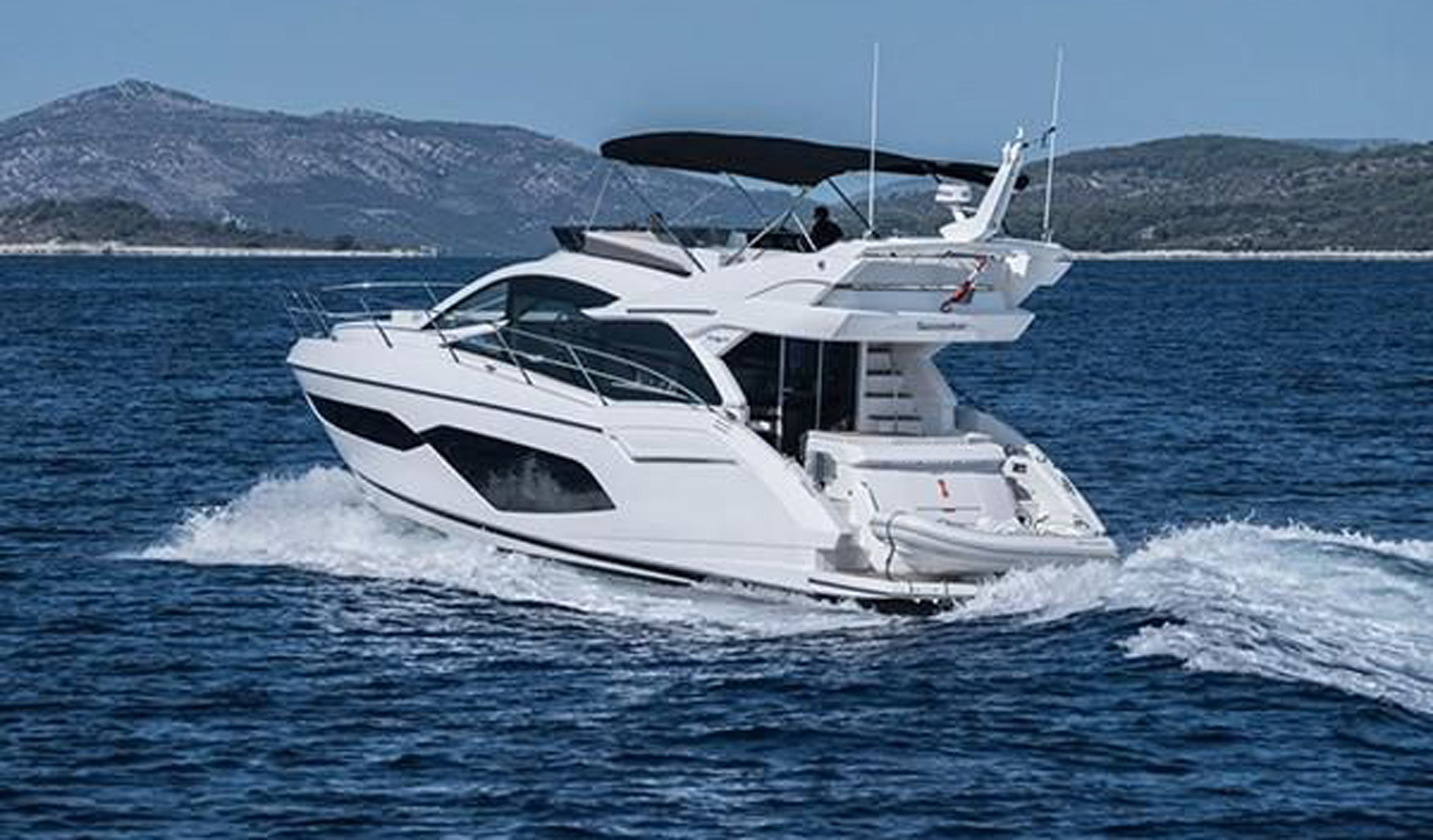 SUNSEEKER MANHATTAN 52 2017 год Фото  3