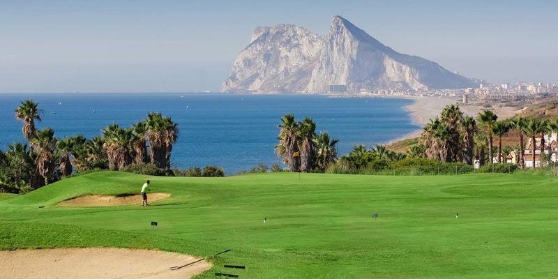 С видом на синюю даль: 5 уникальных полей для гольфа на берегу моря