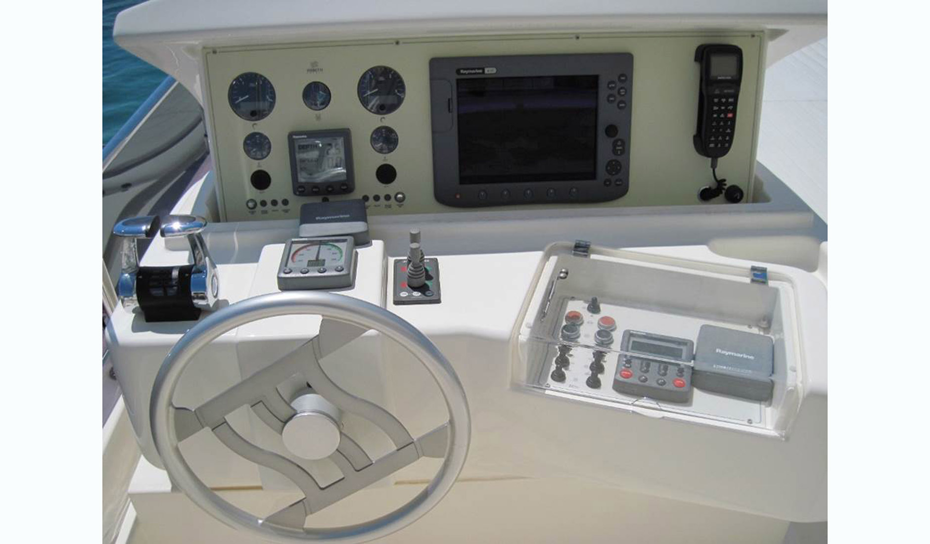 FERRETTI YACHTS 630/2008 Photo  7